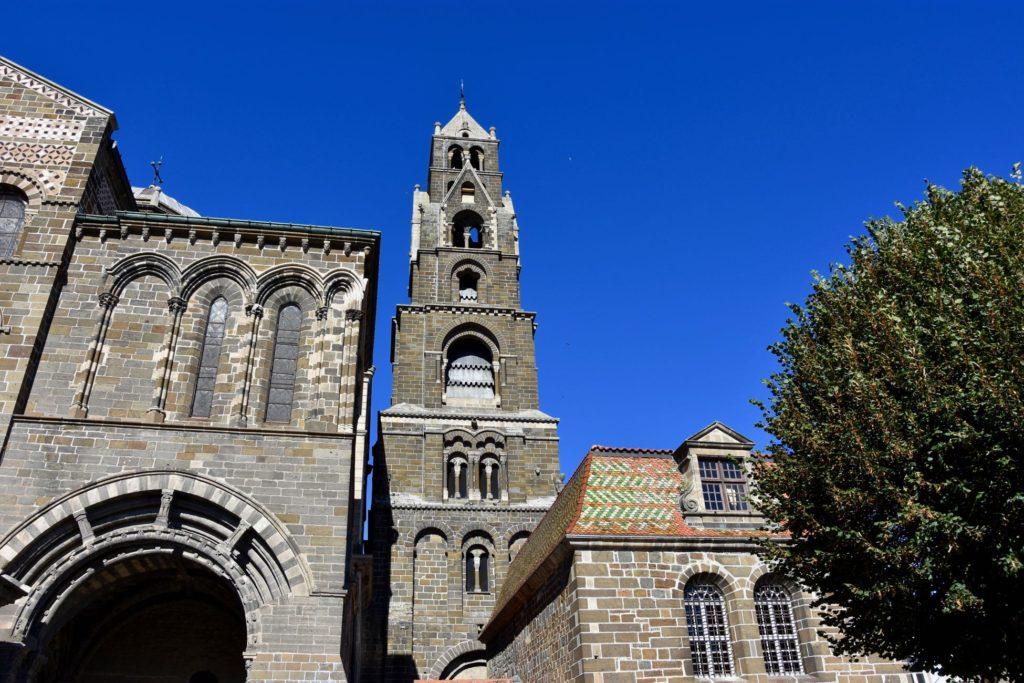 La Cathédrale du Puy en Velay - Départ emblématique du Chemin de Saint-Jacques de Compostelle