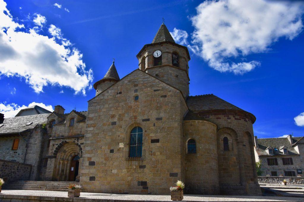 L'église de Nasbinals, l'Aubrac à vélo électrique