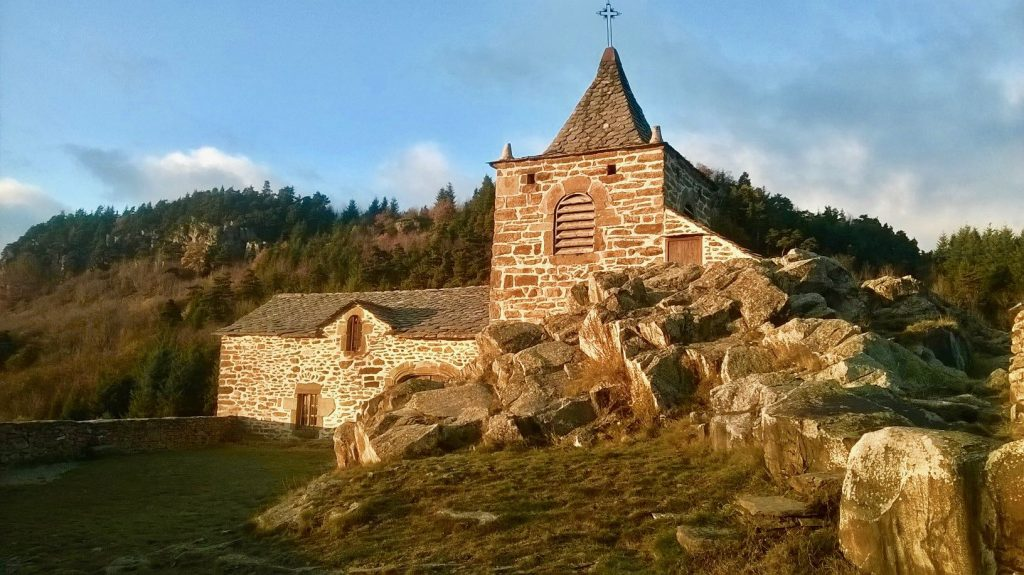 La Chapelle de Glavenas sur le Tour des Volcans du velay